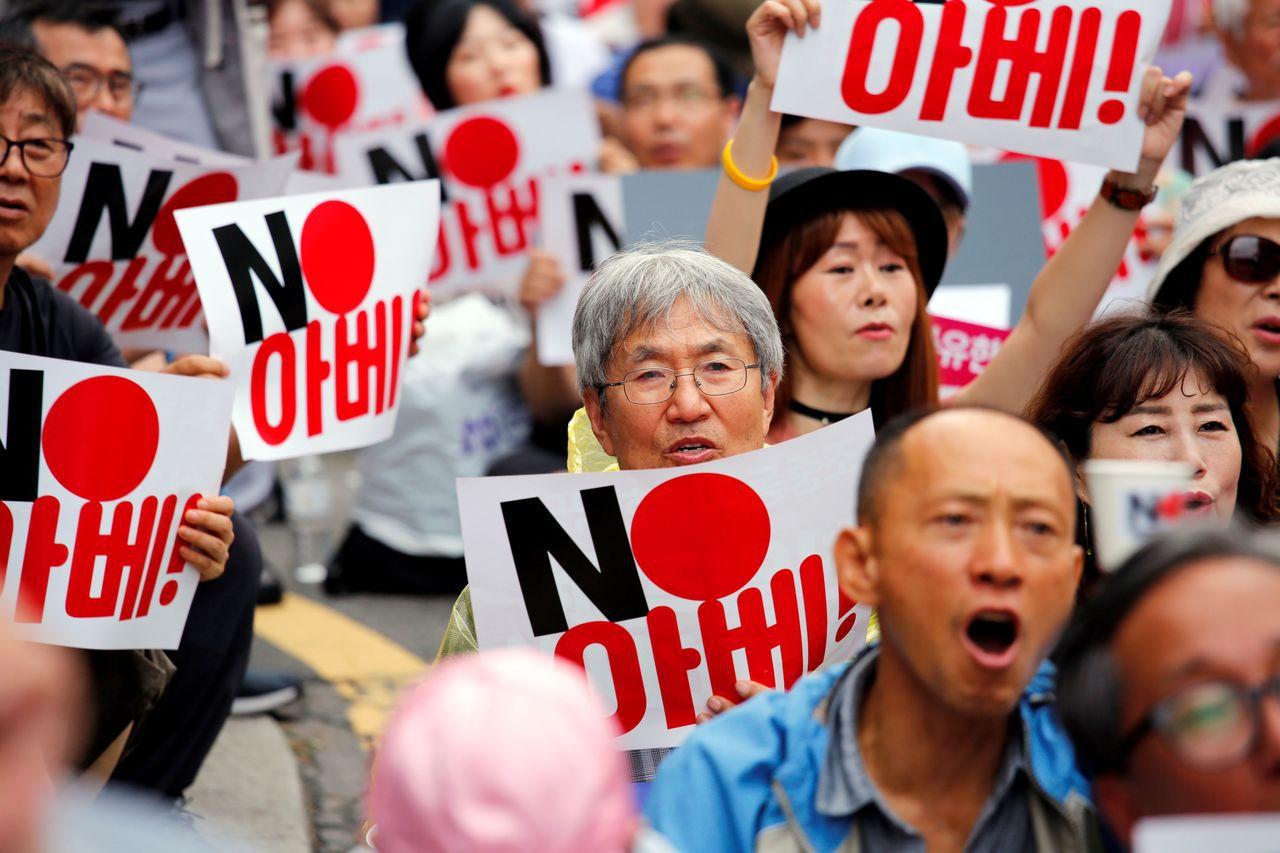圖四:日韓之間殖民時期的恩怨,迄無化解的跡象,南韓反安倍情緒高漲。路透