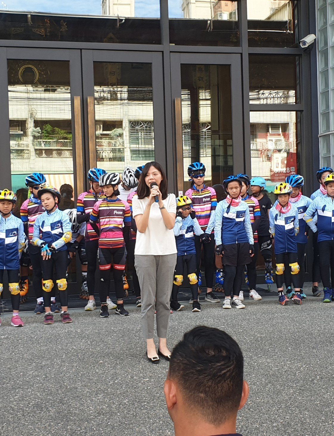立委洪慈庸今天在台中市潭子區,參加單車公益活動。記者游振昇/攝影