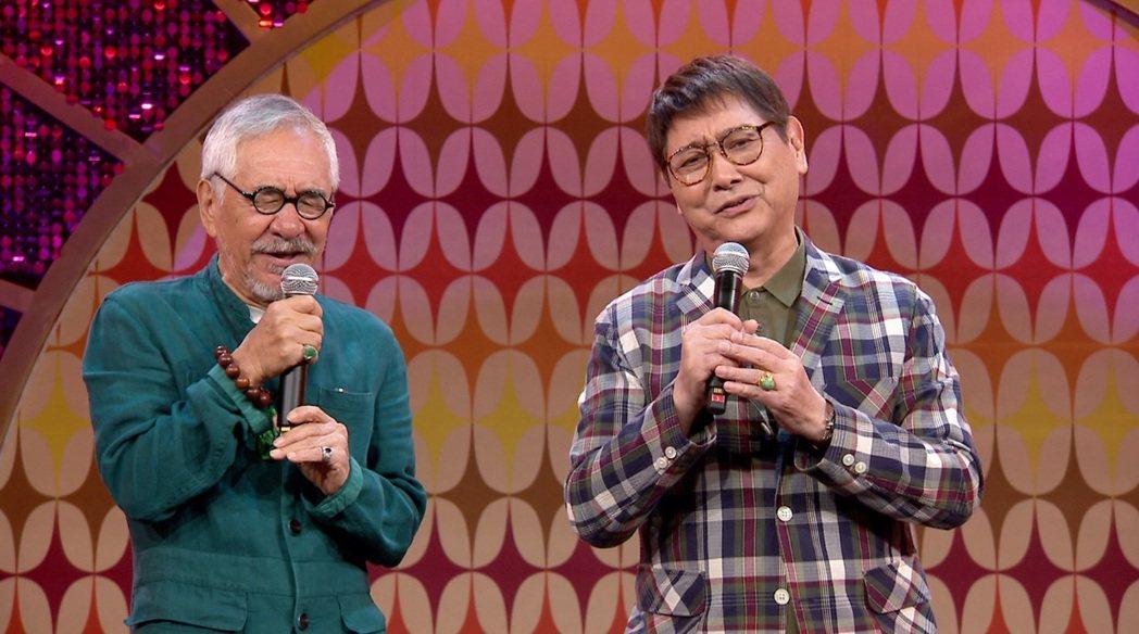 康弘(右)與孫情合唱「又是細雨」。圖/年代提供