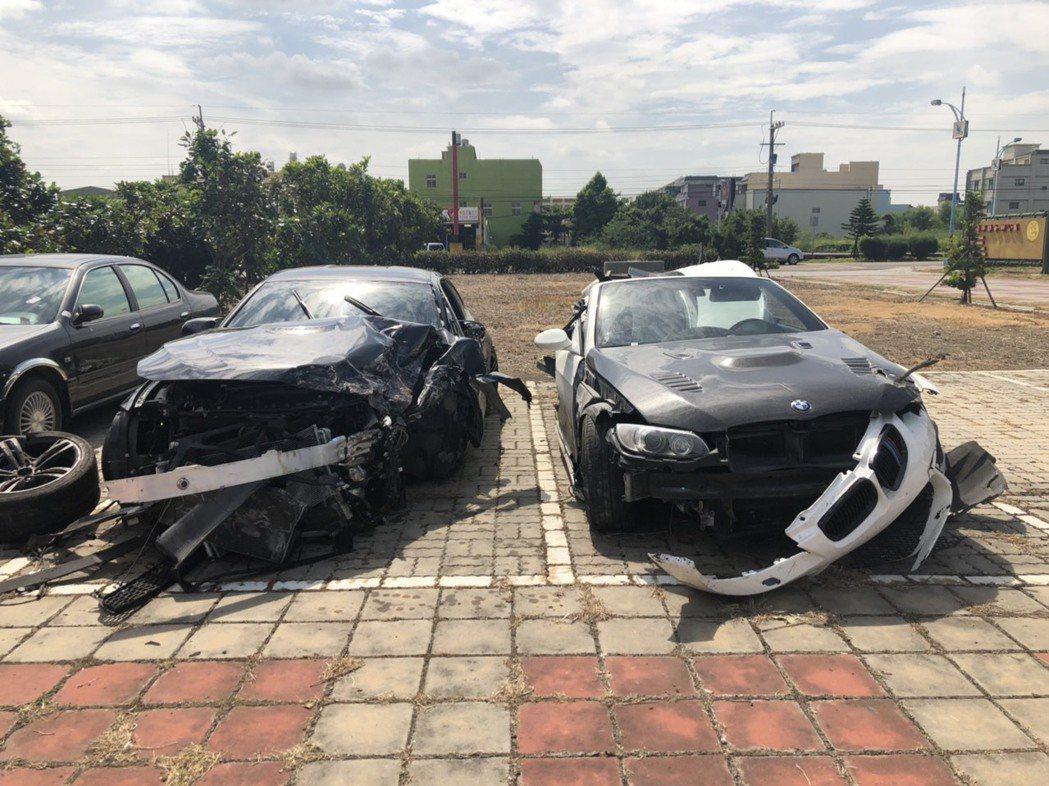 彰化縣伸港鄉濱二路21日凌晨多輛名車疑競速,造成二輛BMW汽車追撞成廢鐵,造成3...