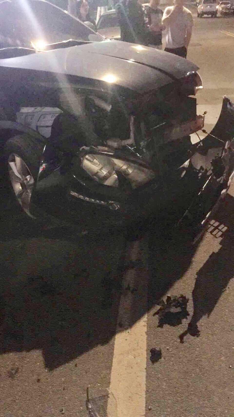台中市黃姓女子今年4月初酒駕撞上張姓女子的轎車,把張女轎車車頭撞到全毀。圖/讀者...