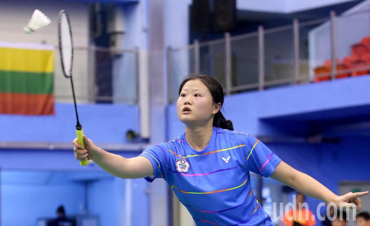我國羽球好手沈彥汝在世界聽障羽球錦標賽女單冠軍賽,以2比1擊敗奧地利對手奪得冠軍...