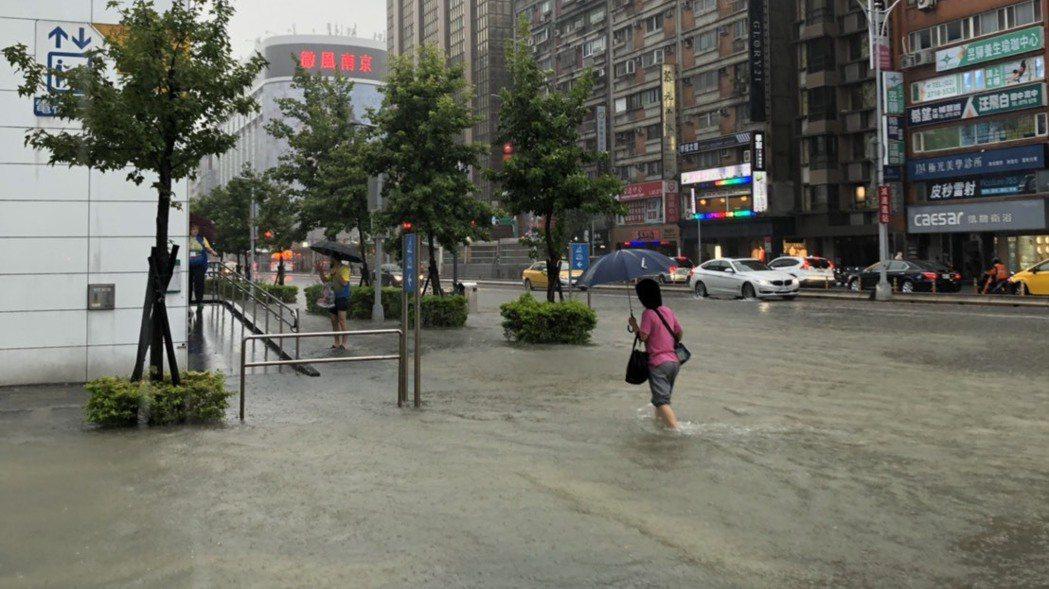 淹水示意圖。 記者邱瓊玉/攝影