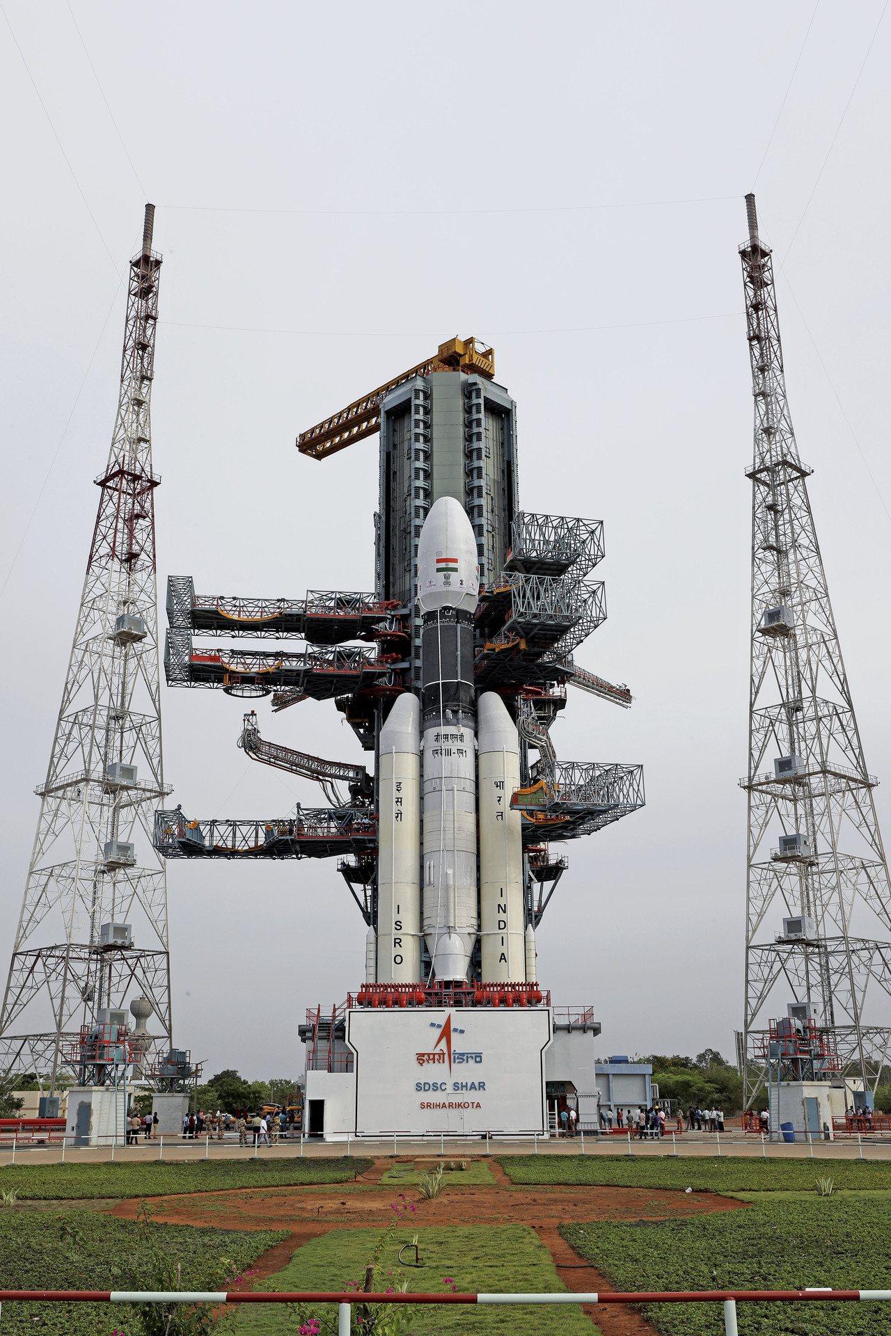印度「月球飛船二號」由同步軌道衛星運載火箭發射升空。美聯社