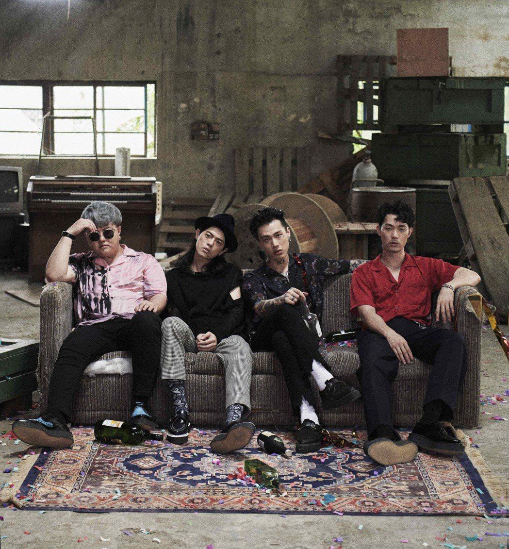 TRASH樂團成員鼓手金魁剛(左起)、吉他手頤原、主唱阿夜、貝斯手博文。圖/華納
