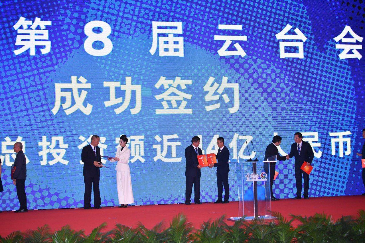 雲南推動吸引外資,不遺餘力。6月26日雲台會上有12個重點簽約合作項目,協議金額...