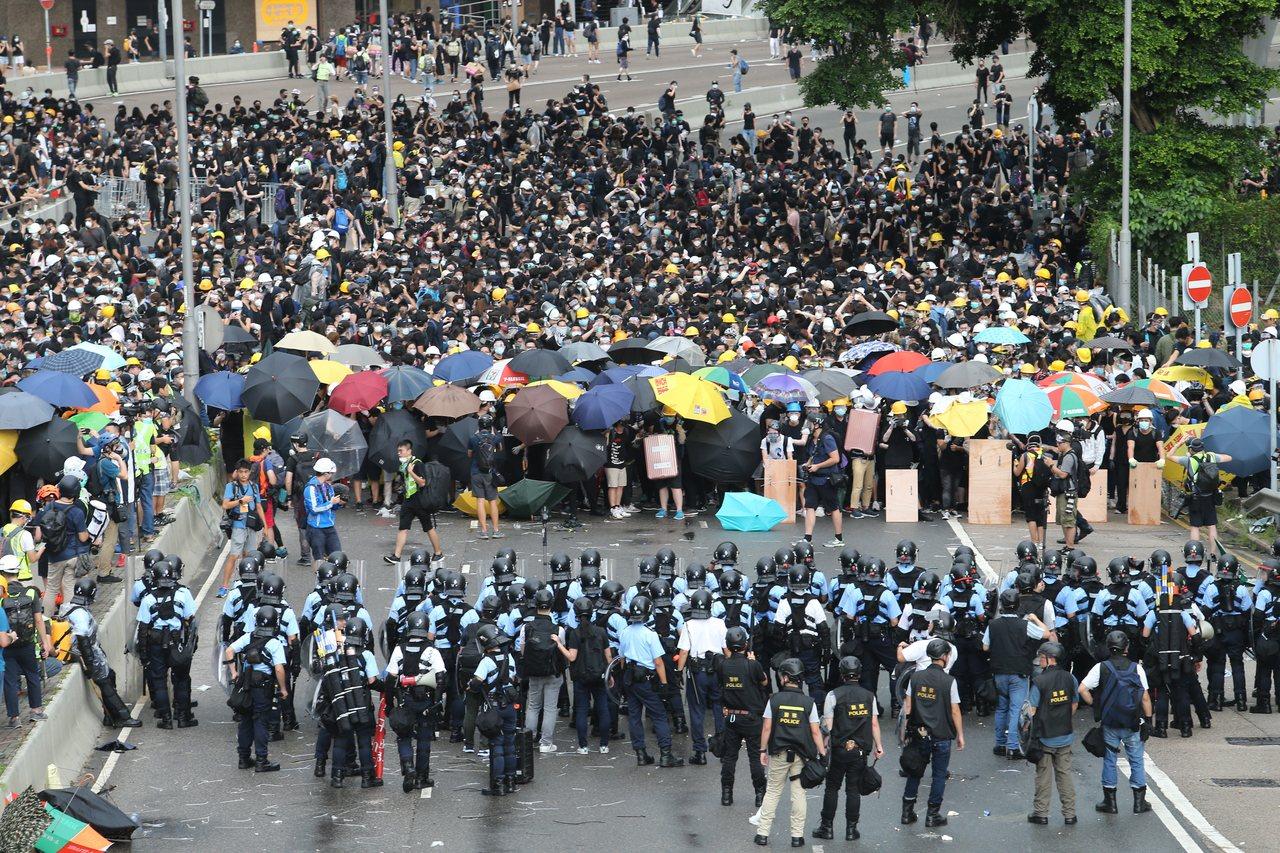 香港反送中抗爭,暴力升級,並引發香港社會對立。圖/本報資料照片