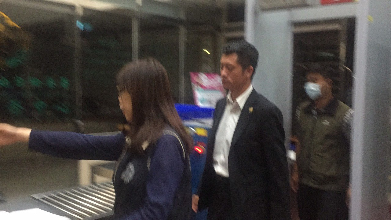 國安局官員深夜赴北檢偵訊。記者賴佩璇/攝影