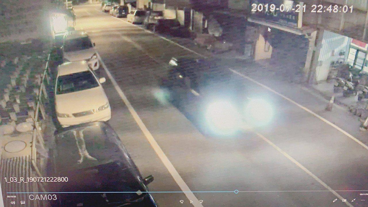 簡姓男子沿路掃射空氣槍,造成2名路人被鋼珠彈所傷。圖/警方提供