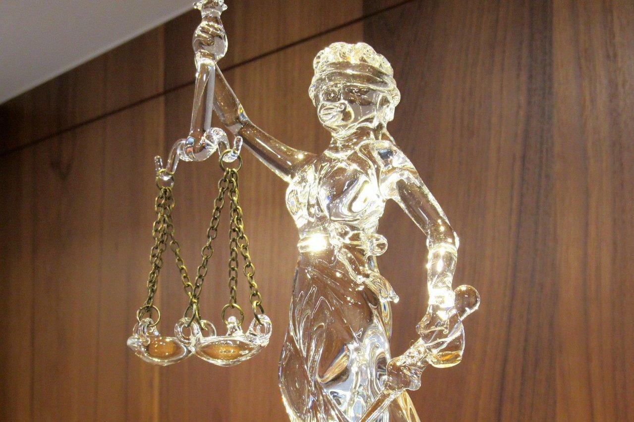 誰破壞司法信譽? 史上最大規模問卷揪假律師、黃牛