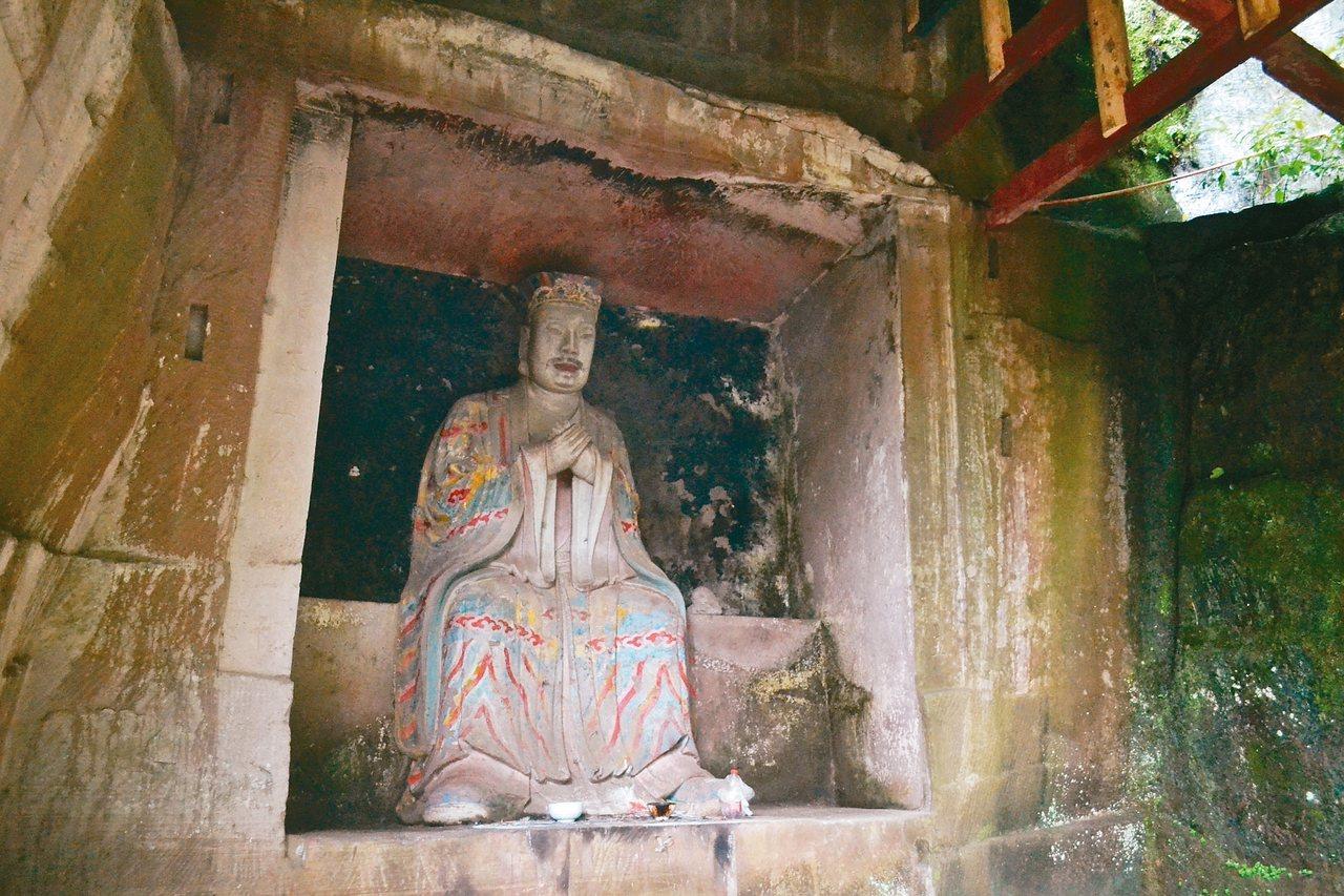 毗盧洞,開鑿龕窟20個,圖為玉帝。 特派員王玉燕/攝影