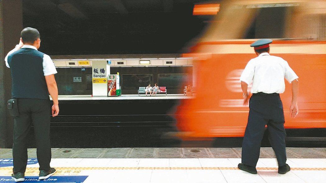 台鐵準點率去年降到十年新低,台鐵昨提出改善設備妥善率、優化排點系統等六大措施。 ...