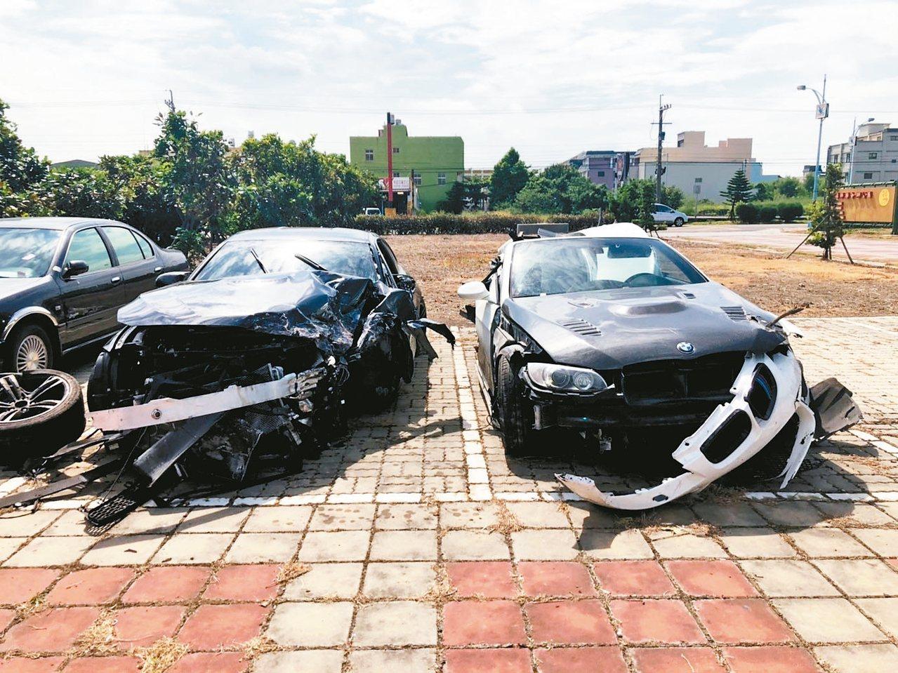 彰化縣伸港鄉濱二路二輛BMW汽車追撞成廢鐵,三人輕重傷。 記者林宛諭/翻攝