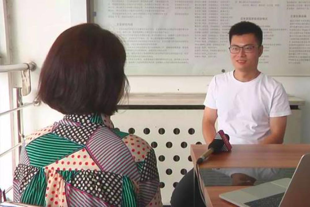 遭網友質疑,莊方東解釋稱,自己是大陸國家一級運動員,半天十萬步發生在極限訓練期間...