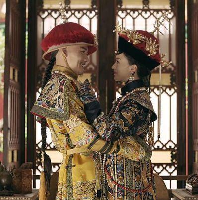 《延禧攻略》中的皇帝與瓔珞。 圖/截圖自愛奇藝台灣站