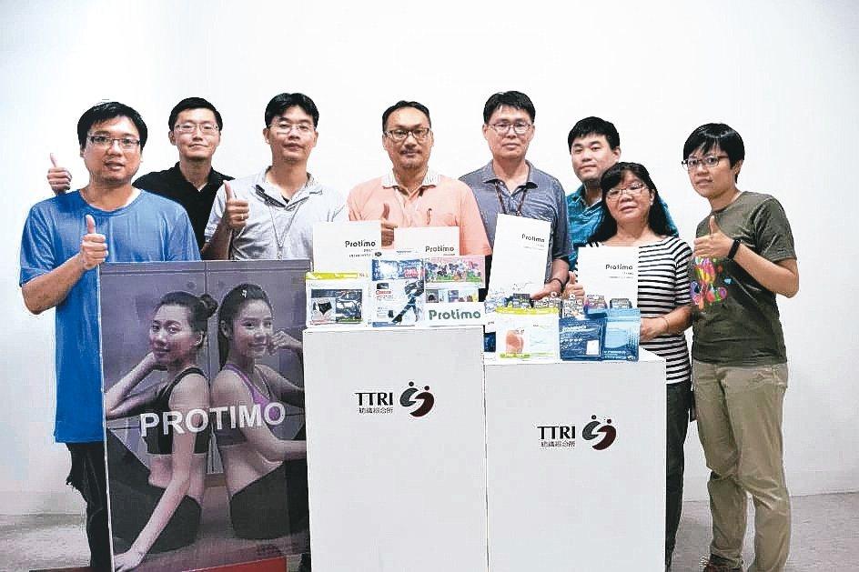 紡織綜合所Protimo®研發團隊合影。 台灣化學產業協會/提供