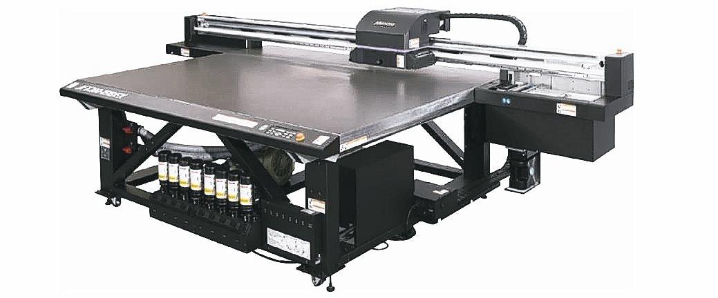 大版面LED-UV平台式噴墨印刷機JFX200-2513EX。 台灣御牧/提供