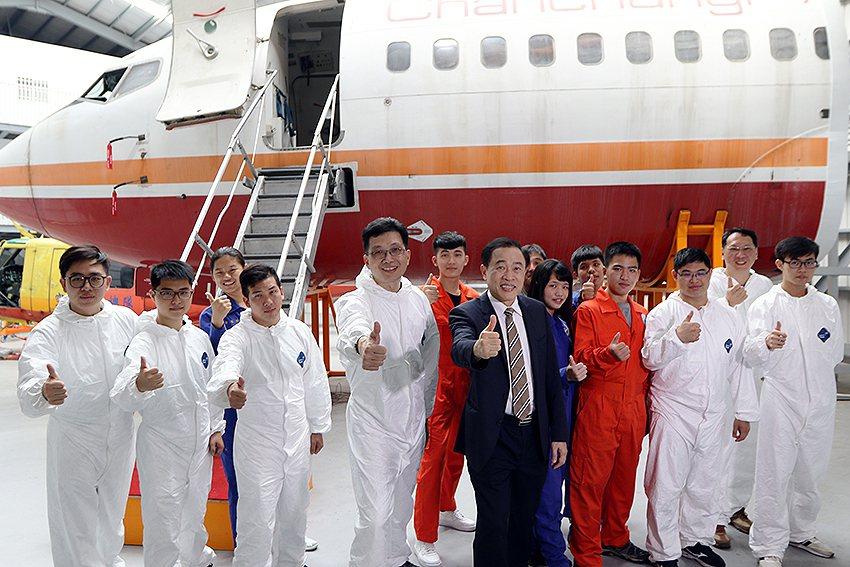 航空光機電系Boeing 737-200飛機修護實習機。 萬能科大/提供
