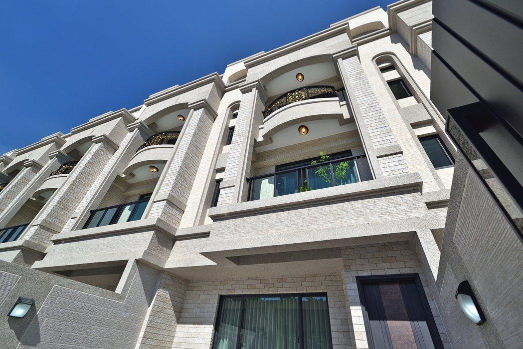 「都心院」與環境共生,與歲月靜好的建築風采。圖片提供/和闐建築事業