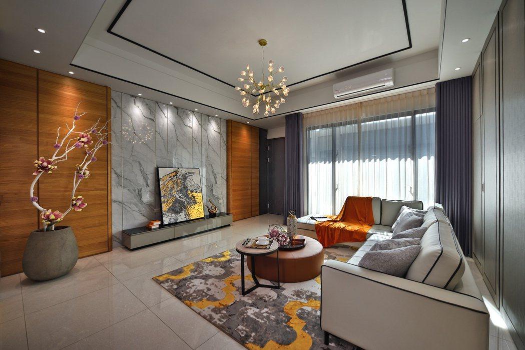 「都心院」膠合鋼絲玻璃景觀窗氣派客廳。圖片提供/和闐建築事業