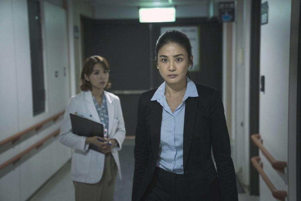 示意圖。《生死接線員》劇照。洪小鈴在劇中飾演檢察官。 圖/公視提供