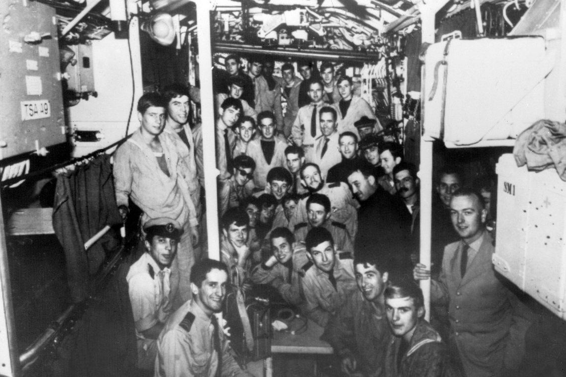 智慧女神號載有6名軍官、46名水手,總共52人。儘管失蹤後,法國官方立即展開搜索...