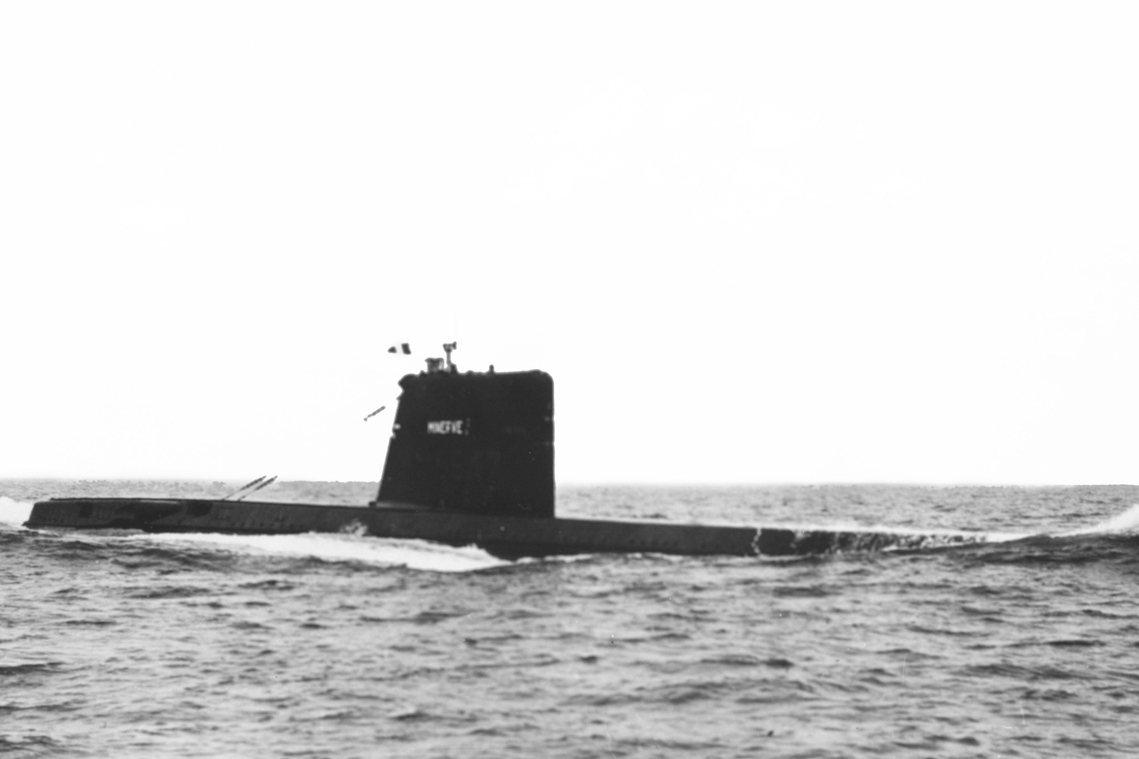 1968年1月27日,隸屬法國海軍的「智慧女神號」,正在法國土倫(Toulon)...