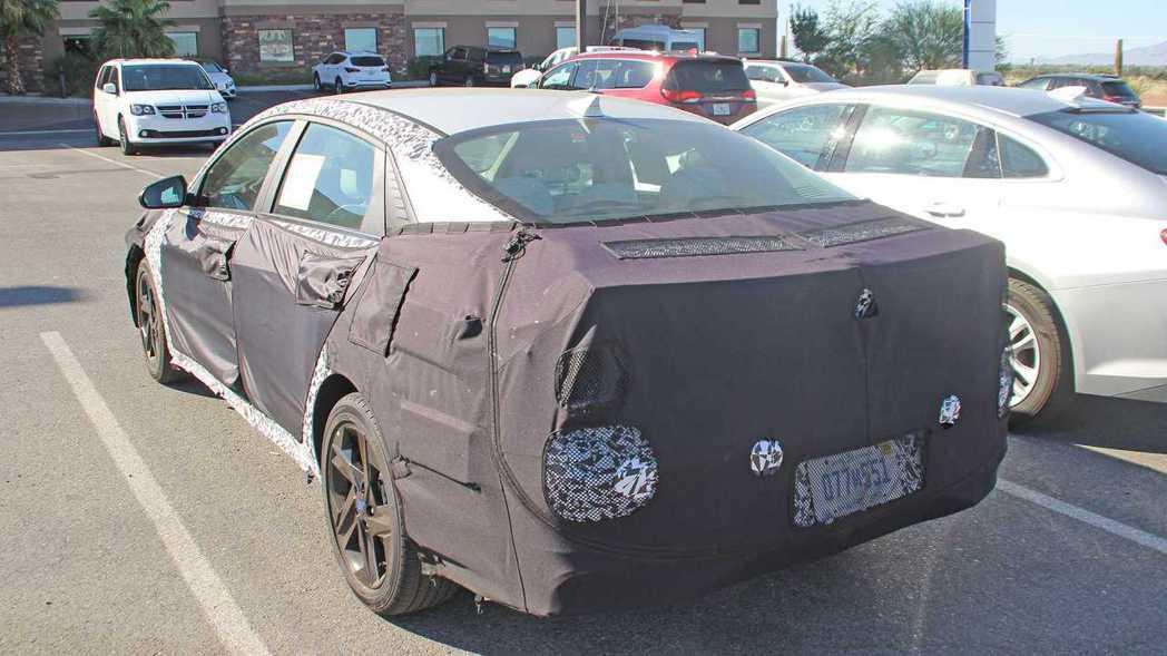 新世代Hyundai Elantra外型預期會有相當大的變化。 摘自Motor ...