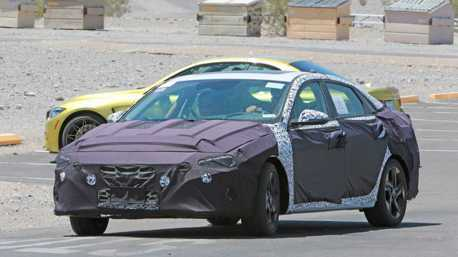 小改款才剛推出 新世代Hyundai Elantra偽裝車首次捕獲!