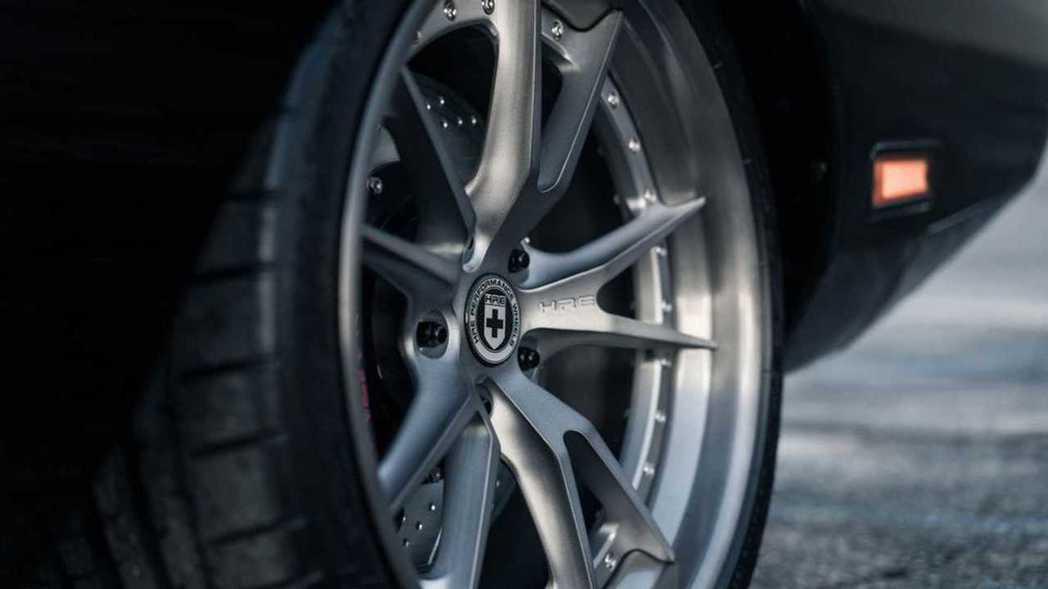 HRE的大尺寸輪圈。 摘自Dodge