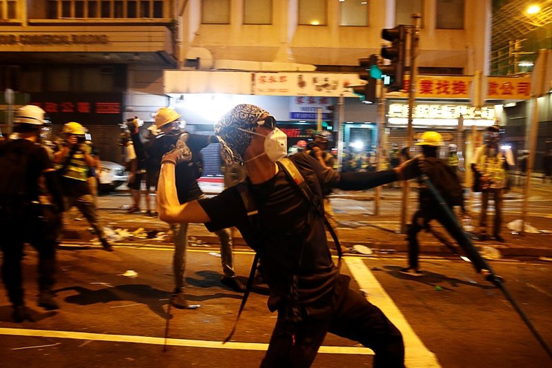 7月21日的示威遊行中,到了晚上再度發生警民衝突。 圖/路透社
