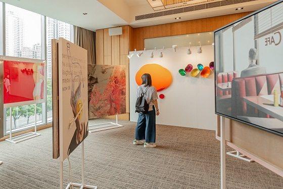 今年台中藝博特別於5樓規劃 Bluerider ART 的大型展覽空間,首度試辦...