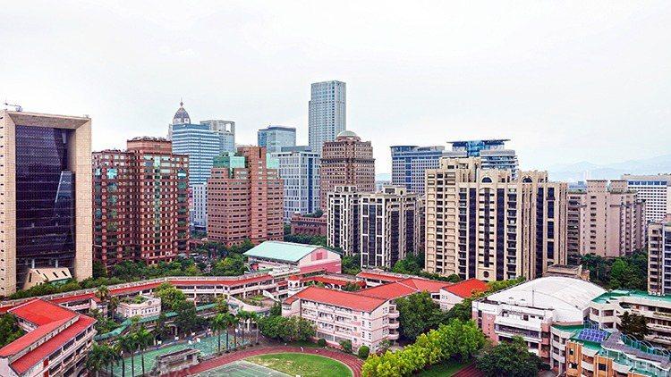 北台灣近三年來預售屋建案可售戶數超過十萬戶,未售出的剩餘戶數仍有四萬二千多戶,較...