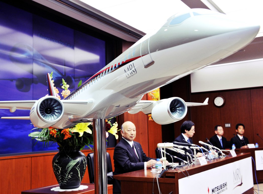 最後三菱決定進行客機開發,並將計畫命名為「MRJ」(三菱區域噴射客機,Mitsu...