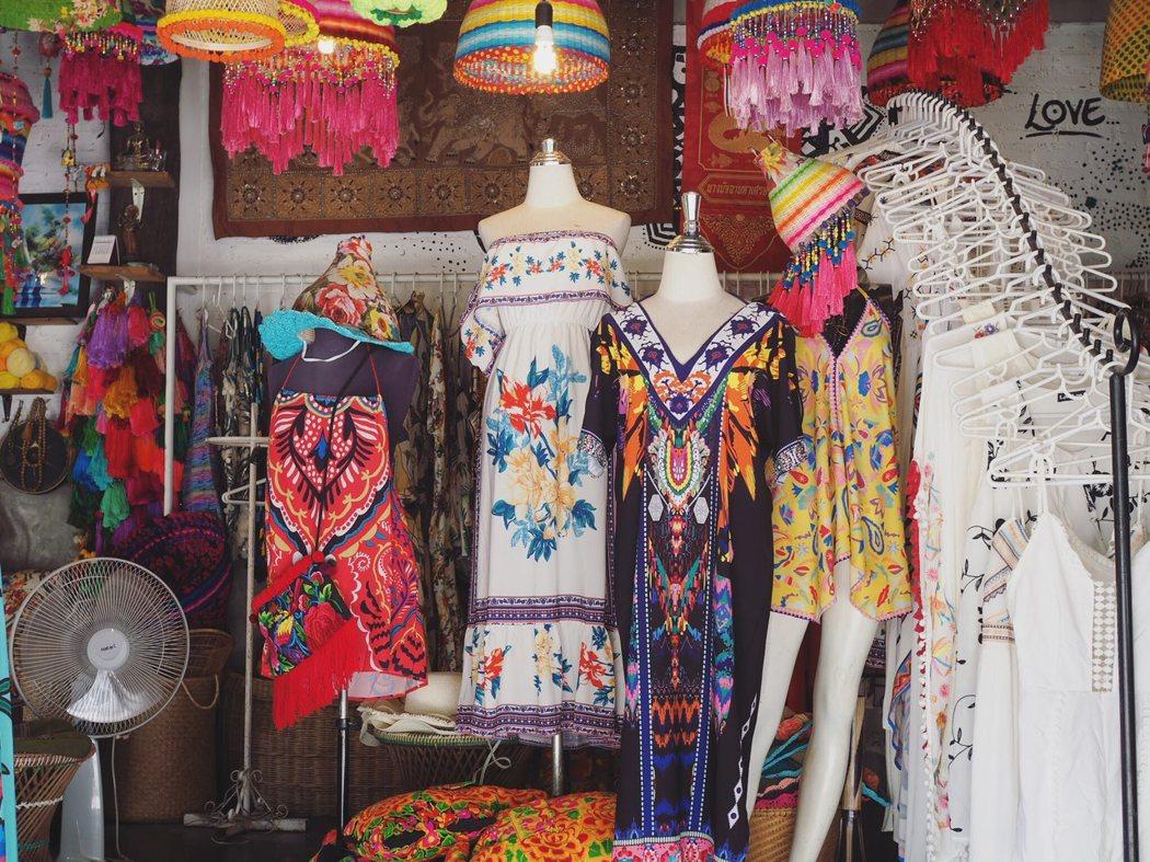 可能受到嬉皮文化影響,售賣類似民族風服裝的店鋪處處可見。