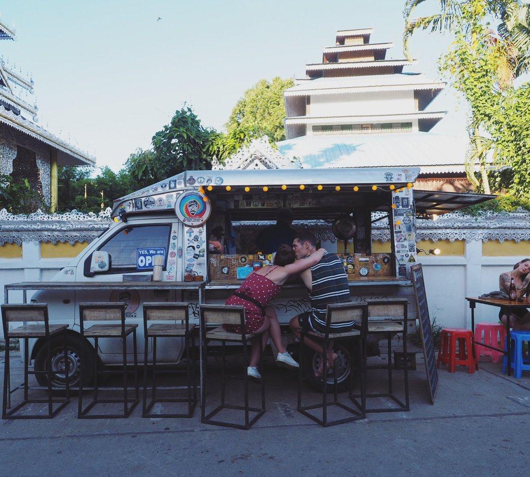 最近流行的food truck 也來到了Pai。