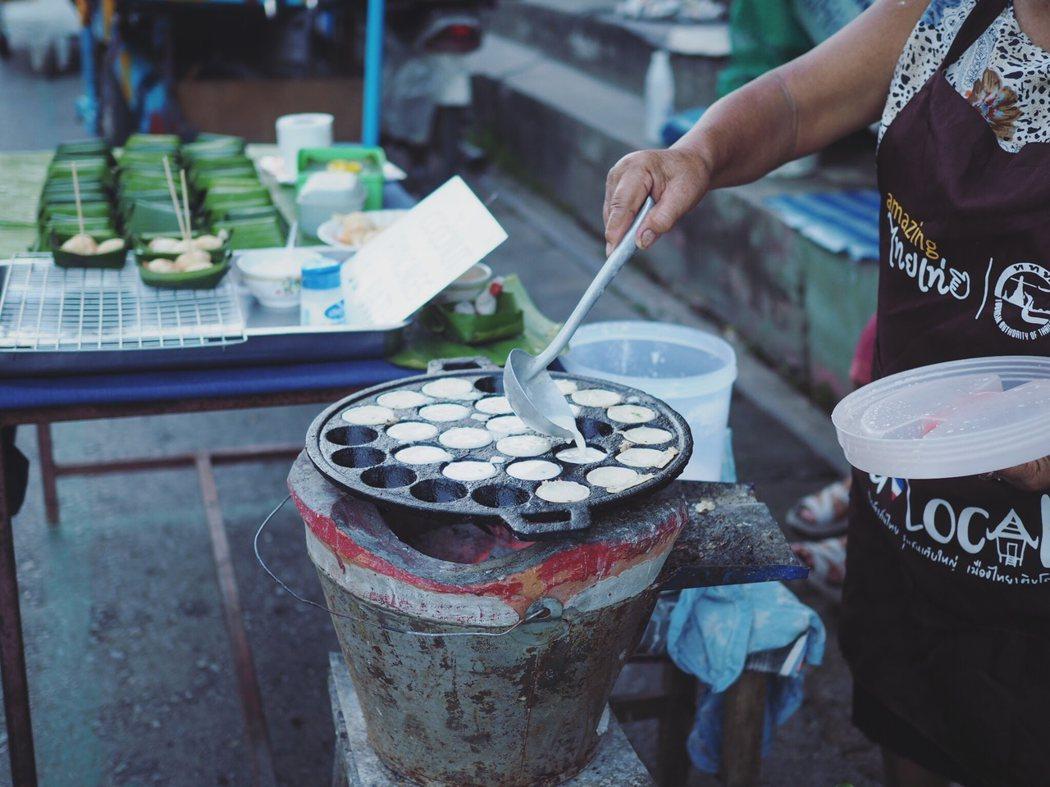 五個10 baht 的coconut pancake。