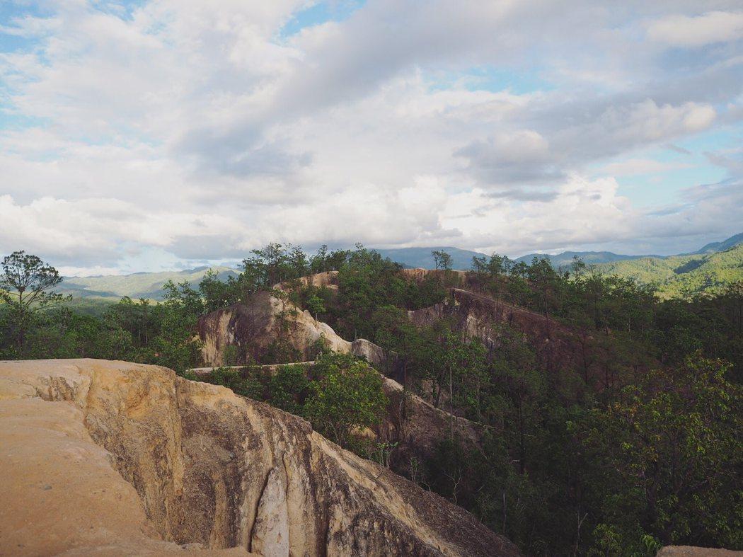 Pai Canyon 由一堆天然的山脊形成,是觀賞日落的最佳景點。