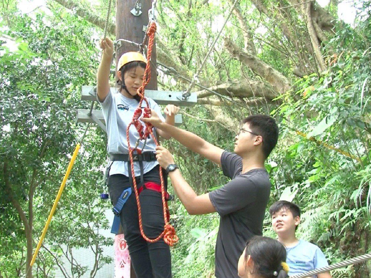 三芝區興華國小的暑期活動可以說是精彩又刺激,從泰語教學到創客體驗,還有學生們最喜...