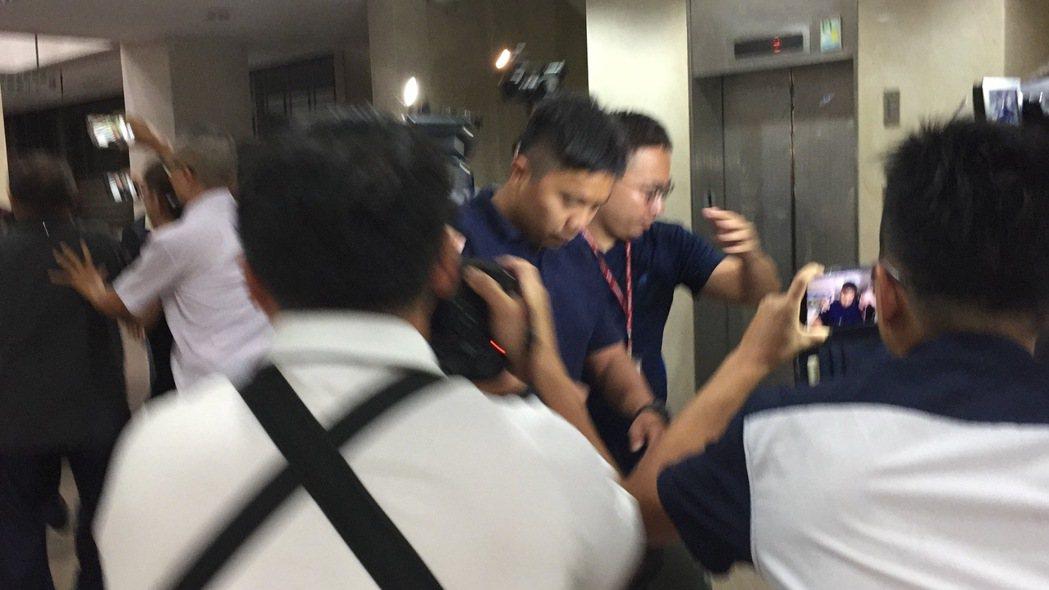 國安局特勤人員吳宗憲遭調查局移送台北地檢署複訊。