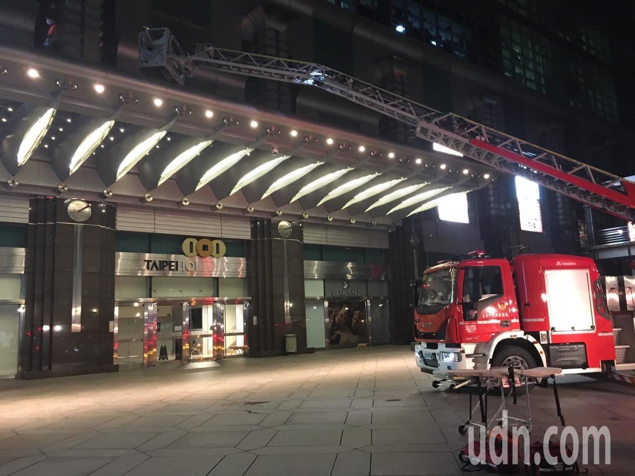 台北101大樓發生工人墜樓意外,兩名工人更換大樓外牆LED燈,李姓工人從6樓墜落...