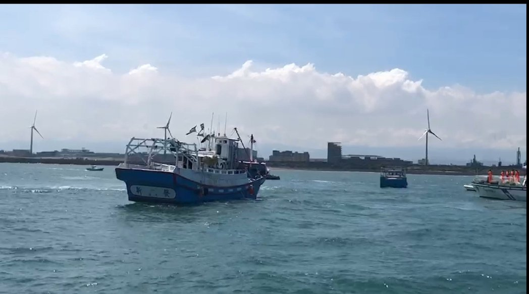 漁民要求中油完成協商才能動工。圖/中壢區漁會提供