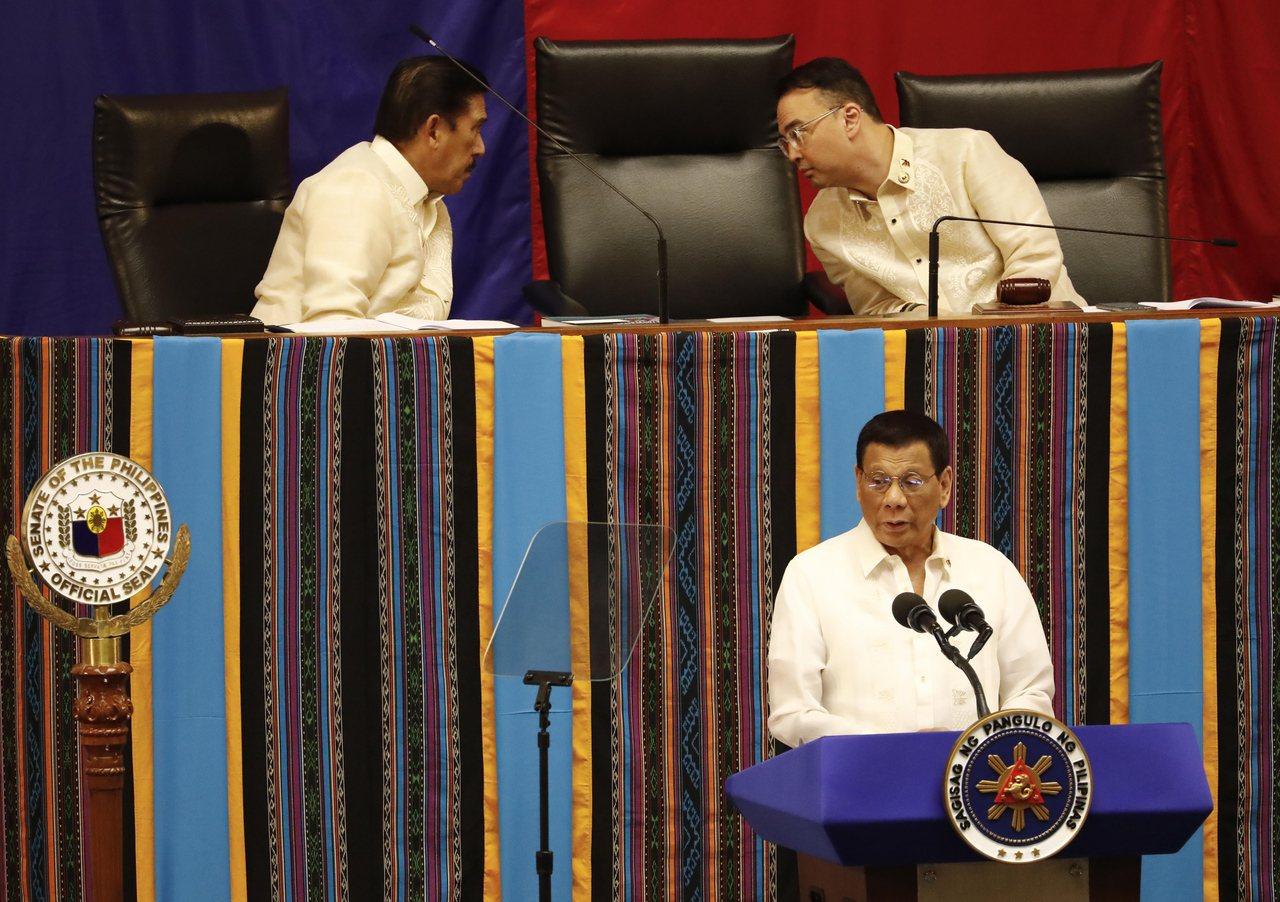 菲律賓總統杜特蒂(下)22日在國會發表國情咨文。歐新社