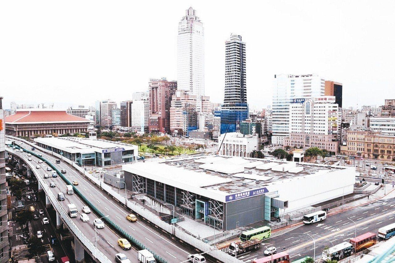 位於台北車站旁的台北雙子星聯合開發案風波不斷。圖/聯合報系資料照片