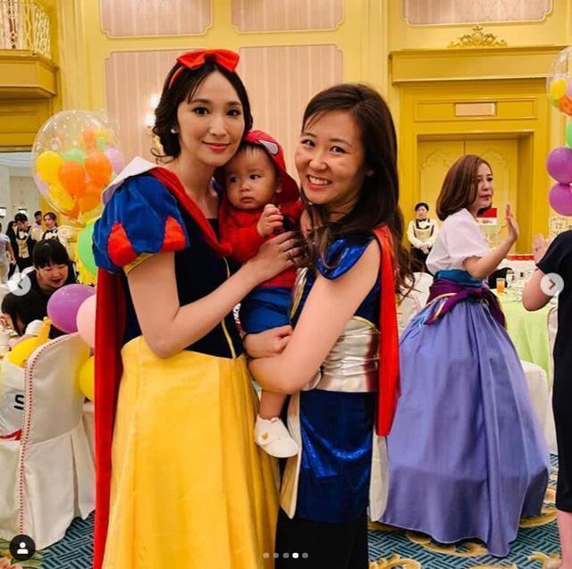 吳佩慈(左)今年6月才變身白雪公主幫2歲兒子舉辦生日趴。圖/摘自微博