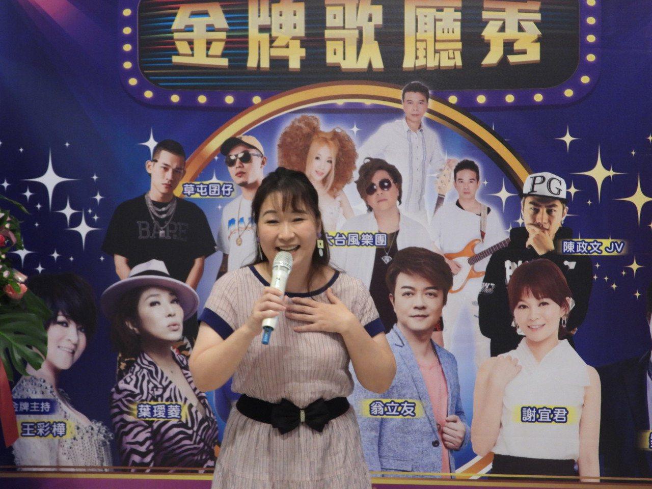 消失多年歌廳秀台南重新登場,金曲歌后張秀卿邀請鄉親來欣賞。記者周宗禎/攝影