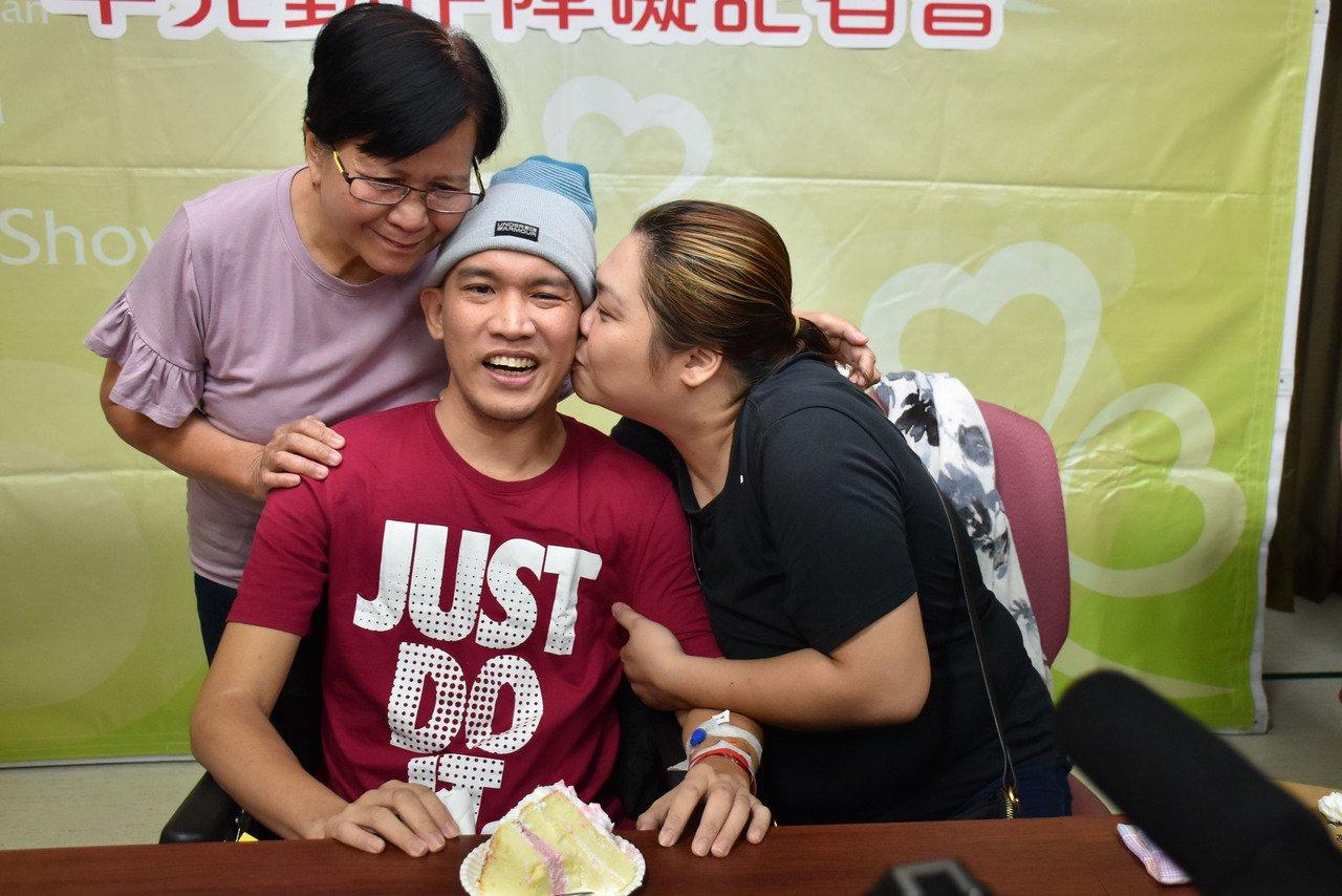 菲律賓班奈島人Fabiala Michael因罹患「性聯遺傳肌張力障礙帕金森症候...