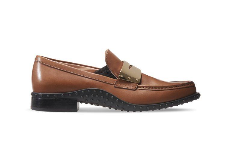 TOD'S 仿古牛皮金屬飾釦膠底樂福鞋,28,500元。圖/迪生提供