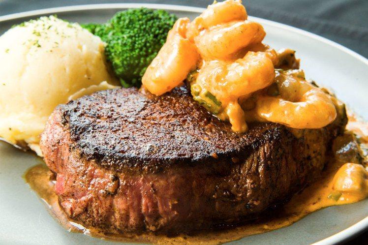 8月底前前往傑克牛排用餐,點選小海陸磨菇鮮蝦菲力6盎司牛排,立即將菲力牛排升級8...