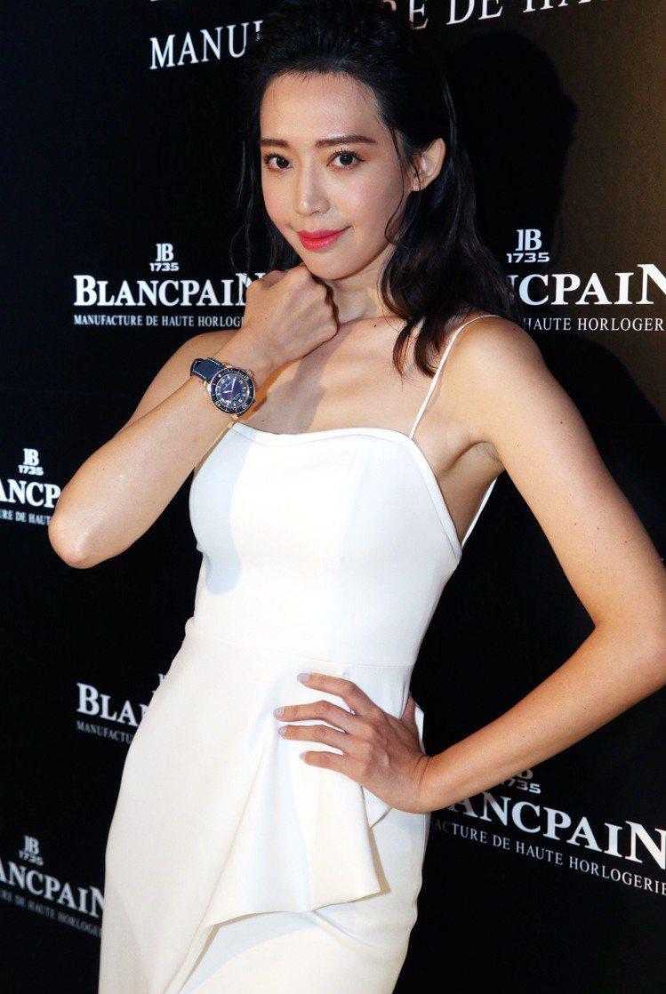 名模王心恬詮釋Blancpain紅金陶瓷五十噚腕表,約114萬元。記者林俊良/攝...